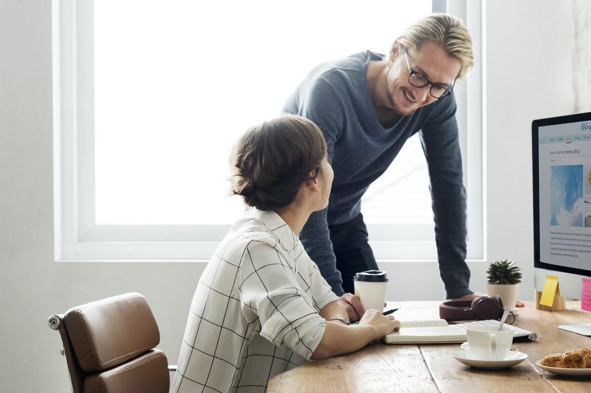 Les entreprises ont de nombreux avantages à recruter leurs collaborateurs en CDI à la fin de leur contrat en alternance.